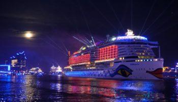 AIDAperla führt die Parade der Hamburg Cruise Days 2019 an © Melanie Kiel