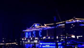 Blaues Spektakel: Taufe der MSC Grandiosa im Hamburger Hafen © Melanie Kiel