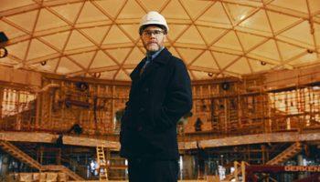"""Schaut sich schon einmal auf der """"Baustelle Iona"""" um: Gary Barlow © P&O Cruises"""
