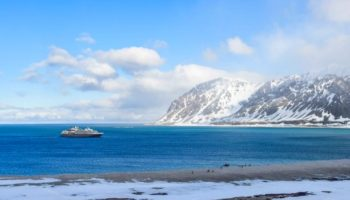 PONANT im Magdalenefjord - Spitzbergen © Studio Ponant / Noemie Watel.