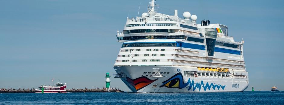 AIDAmar bei der Einfahrt in Rostock © AIDA Cruises / E.Gross