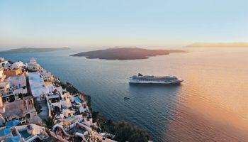 Norwegian Jade vor Santorini © Norwegian Cruise Line