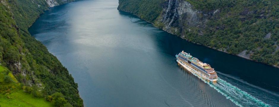 AIDAmar in den norwegischen Fjorden Foto: AIDA Cruises